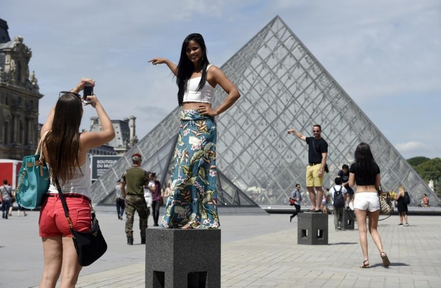 """Nouvelles Tourisme  Tourisme: la France """"espère dépasser les 90 millions de visiteurs étrangers en 2018"""""""